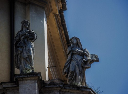 Church of Santa Maria dei Miracoli, statues of saints adorning the building elevation