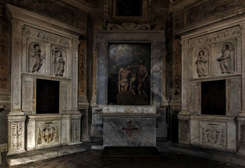 Basilica of Santa Maria del Popolo, Montemirabile Chapel, remains of the original Renaissance main altar of the church