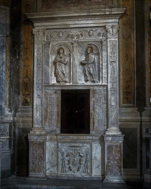 Basilica of Santa Maria del Popolo, Montemirabile Chapel, Renaissance remains of the old main altar