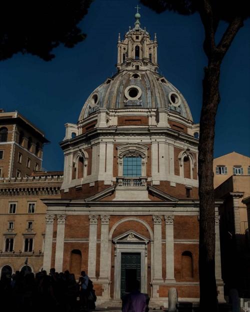 Santa Maria di Loreto, wejście główne od strony Forum Trajana