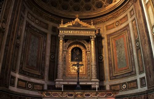Santa Maria in Aquiro, absyda z obrazem Madonny z Dzieciątkiem i św. Szczepanem, krąg Pietra Cavalliniego