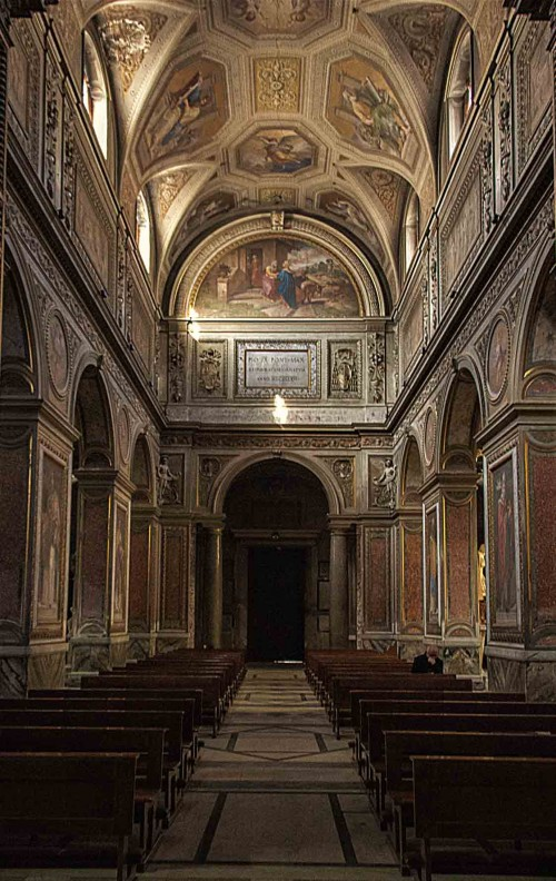 Santa Maria in Aquiro, wnętrze, widok na wejście główne