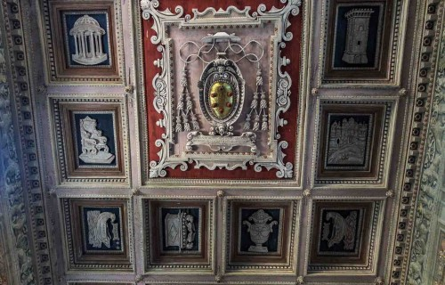 Basilica of Santa Maria in Domnica, central part of the ceiling – the Medici family coat of arms