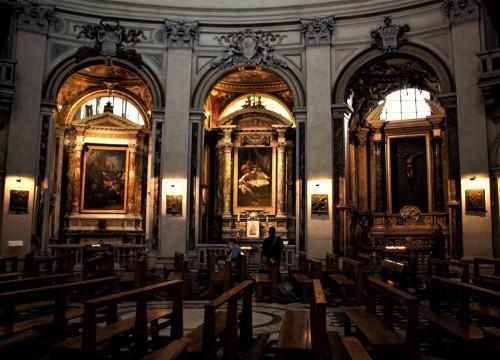 Santa Maria in Montesanto, widok na kaplice boczne