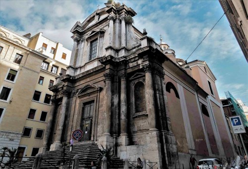 Bryła kościoła San Nicola da Tolentino