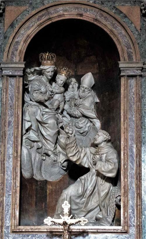 San Nicola da Tolentino, Alessandro Algardi, ołtarz główny, rzeźby - Ercole Ferrata i Domenico Guidi