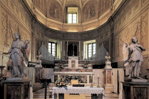 Church of San Pietro in Montorio, presbytery, in the background The Crucifixion of St. Peter (copy)- Guido Reni
