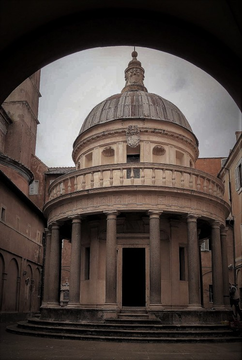 Tempietto (The Chapel of the Martyrdom of St. Peter), Donato Bramante, temple in the viridary of the Church of  San Pietro in Montorio
