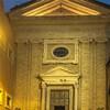 Santa Prisca, fasada kościoła i dziedziniec, będący kiedyś częścią świątyni
