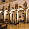 Santa Prisca, widok nawy z malowidłami nadarkadowymi - święci i anioły z narzędziami Męki Pańskiej