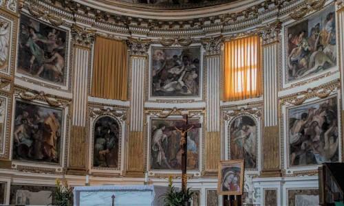 Santi Quattro Coronati, absyda z malowidłami ukazujacymi męczeństwo patronów kościoła