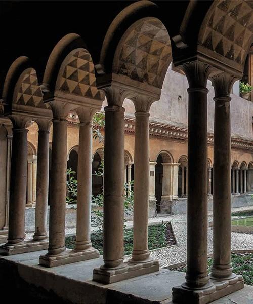 Santi Quattro Coronati, krużganki benedyktyńskie z XIII w.