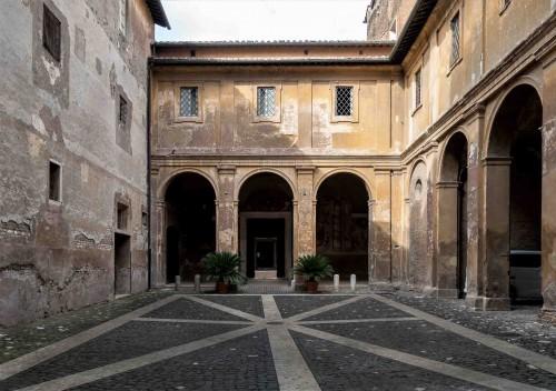 Santi Quattro Coronati, pierwszy dziedziniec - atrium pierwotnego kościoła