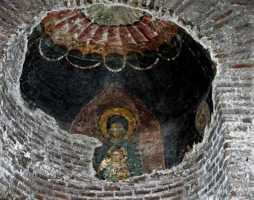 Santi Quattro Coronati, pozostałości fresków w kaplicy św. Barbary - krużganki