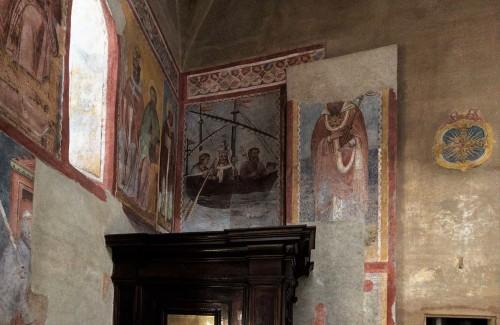 Santi Quattro Coronati, ściana lewej nawy, Okręt Kościoła i nieznany święty, freski z  XIV w.