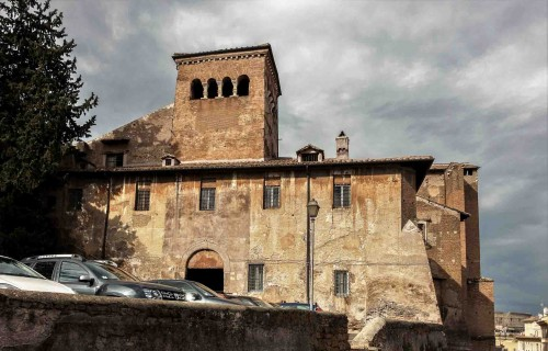 Widok na kompleks kościelno-klasztorny Santi Quattro Coronati