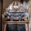 Santi Quattro Coronati, pomnik nagrobny papieskiego urzędnika Luigiego d'Aquino