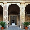 Santi Quattro Coronati, portyk pierwszego dziedzińca