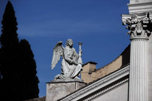 Church of San Rocco, Angel topping off the façade