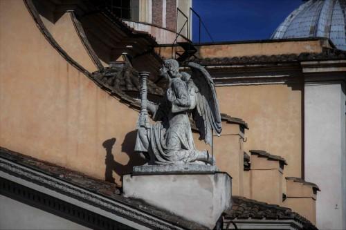 San Rocco, anioł wieńczący fasadę