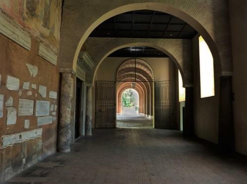 Santa Sabina, przedsionek klasztorny, prowadzący do głównego wejścia kościoła
