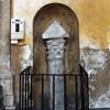 Santa Sabina, pozostałości kolumny domu z czasów antycznych