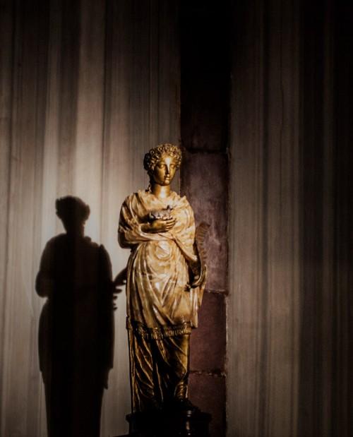 Kościół Sant'Agnese fuori le mura, posąg św. Agnieszki w ołtarzu głównym