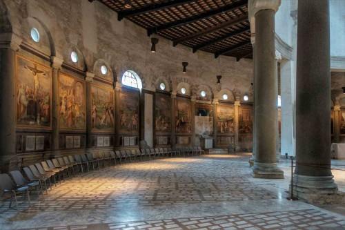 San Stefano Rotondo, freski Pomarancia ukazujące  męczeństwo pierwszych chrześcijan