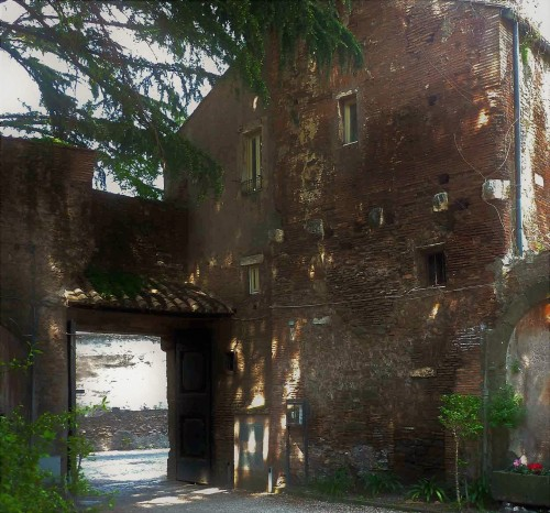 San Stefano Rotondo, wejście na dziedziniec kościoła