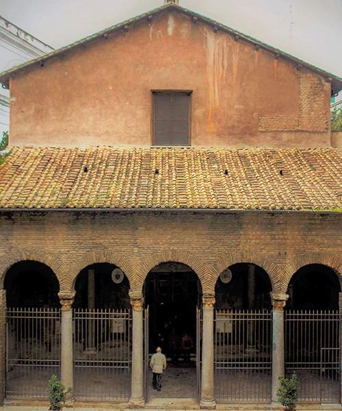 Portyk kościoła San Vitale przy via Nazionale
