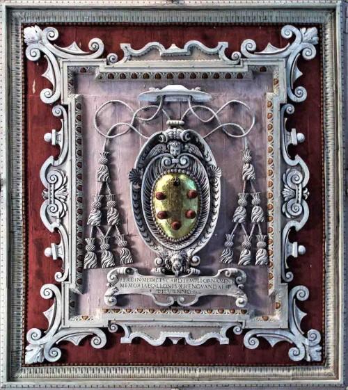 Santa Maria in Domnica, coat of arms of Cardinal Ferdinando de Medici on the church ceiling