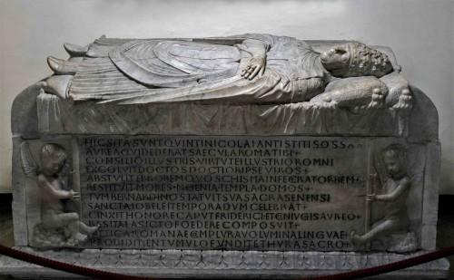 Sarkofag papieża Mikołaja V, Groty Watykańskie,  bazylika San Pietro in Vaticano