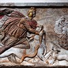 Mitra zabijający byka (Mithra Taurobolium) - płyta z sanktuarium w podziemiach kościoła Santa Prisca, Museo Nazionale Romano, Palazzo Massimo alle Terme