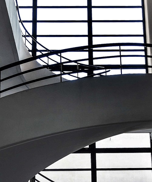 Luigi Moretti, Casa del Balilla, Largo Ascianghi 5, jedna z klatek schodowych, Trastevere