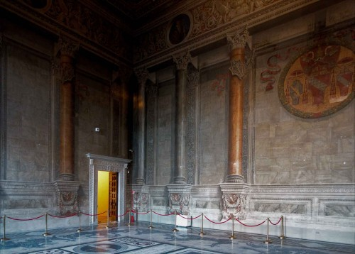 Palazzo Venezia, Sala del Mappamondo with the coat of arms of Pope Innocent VIII, audience hall from the times of Mussolini