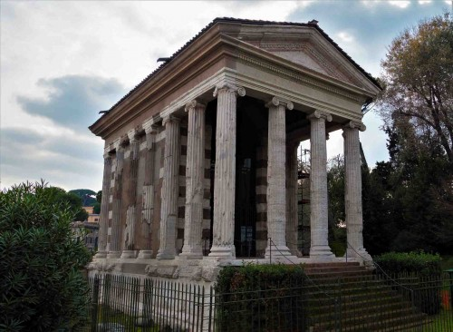 The Temple of Portunus from the IV century B.C., at via Luigi Petroselli, until the times of Mussolini the Church of St. Mary of Egypt