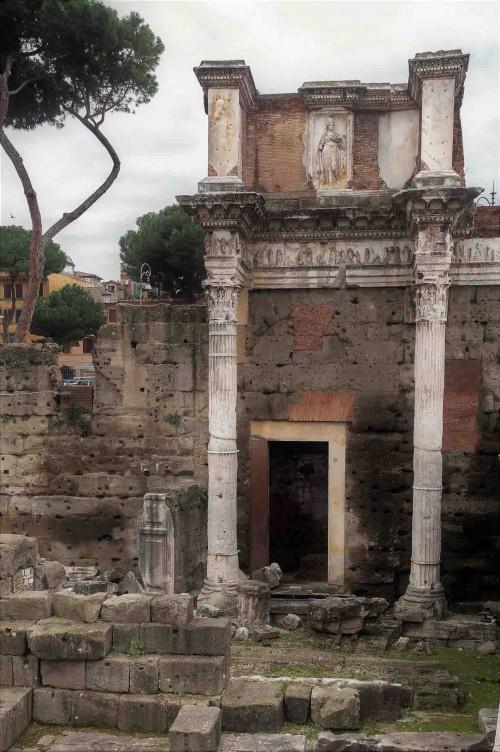 Forum Nerwy, fragment dawnej świątyni Minerwy