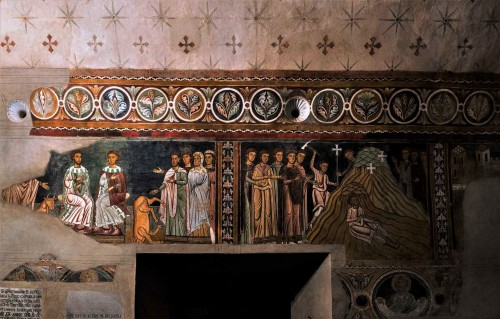 Oratorio San Silvestro przy kościele Santi Quattro Coronati, freski z cudami papieża Sylwestra, między medalionami tuby nagłaśniające
