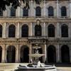Palazzo Barberini, fontanna przed fasadą pałacu od strony dziedzińca