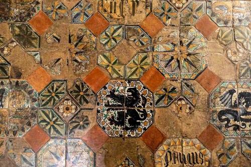 Palazzo Venezia, renesansowe kafle podłogowe w pomieszczeniach papieskich