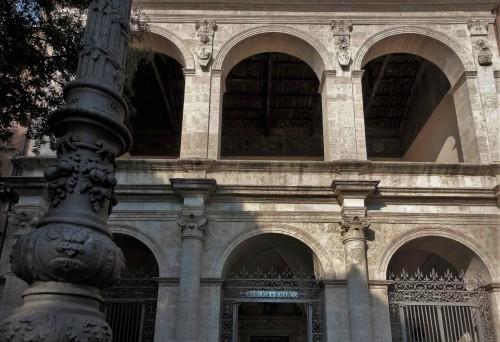 Renesansowa loggia kościoła San Marco z herbami rodu Barbo i wizerunkiem św. Marka