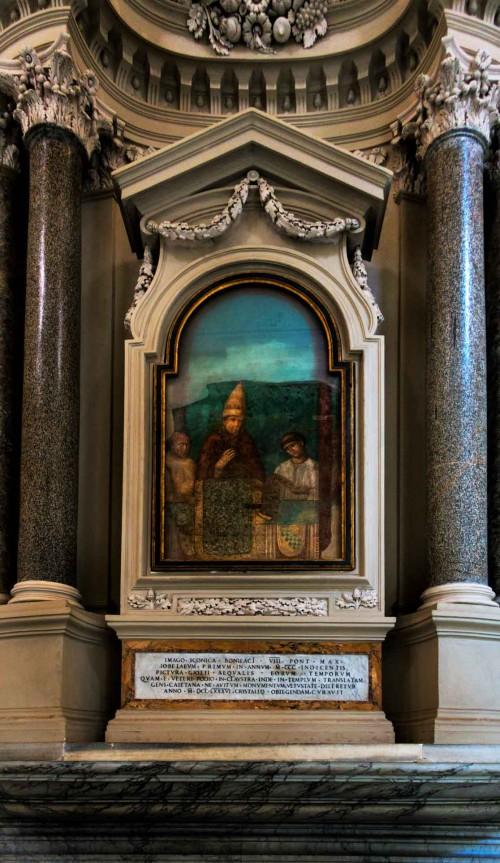 Ołtarz z freskiem przedstawiającym Bonifacego VIII inaugurującego Rok Jubileuszowy, kościół San Giovanni in Laterano