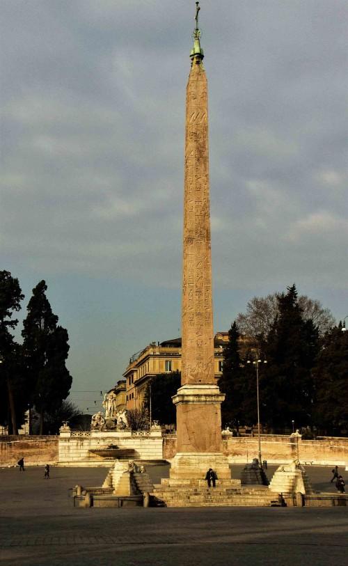 Piazza del Popolo, egipski obelisk Flaminio ustawiony przez papieża Sykstusa V