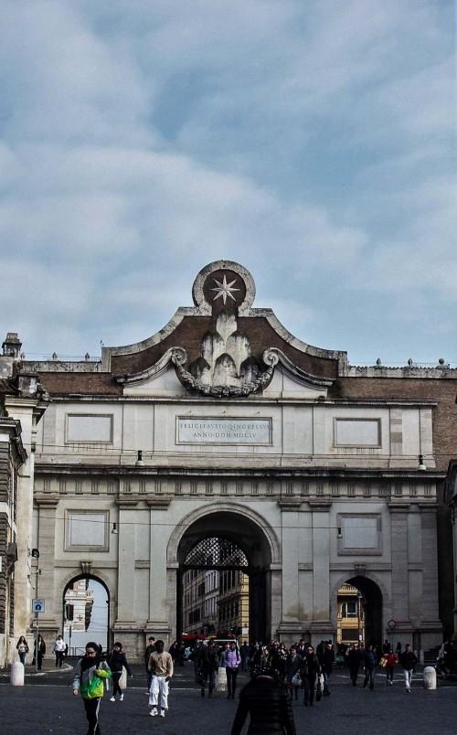 Piazza del Popolo, Porta del Popolo zmodernizowana w czasach papieża Aleksandra VII