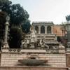 Piazza del Popolo, eksedra - bogini Roma i personifikacje rzek Tybru i Arno