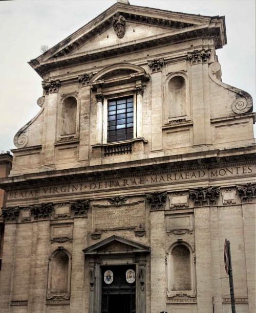 Piazza della Madonna dei Monti, fasada kościoła Santa Maria ai Monti