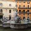 Piazza Navona, Fontana del Moro, w tle kościół Nostra Signora del Sacro Cuore