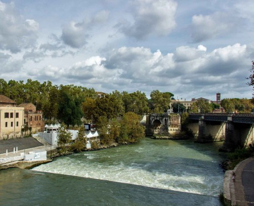 Ponte Rotto and the Tiber Island (on the left)
