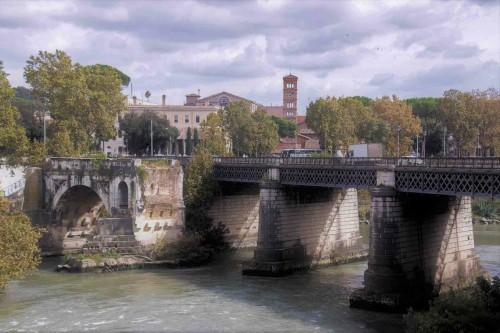 Ponte Rotto (on the right), Ponte Palatino next to it