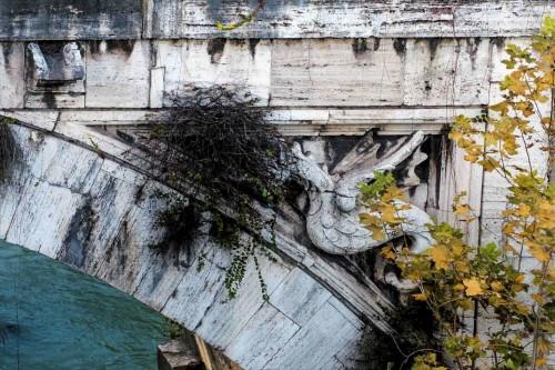 Ponte Rotto, smoki - elementy herbu papieża Grzegorza XIII